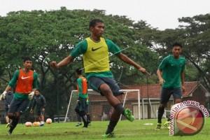 Sepak Bola - Persita Terapkan Pola  3-4-3 Jelang Kompetisi