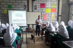 Alfamart Mengajar Diselenggarakan di SMK Aviciena Tenjo