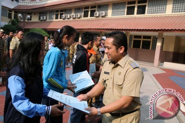"""Wali Kota Tangerang Raih Penghargaan """"Local Hero"""""""