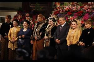 Presiden Jokowi Nikahkan Kahiyang Dengan Bobby