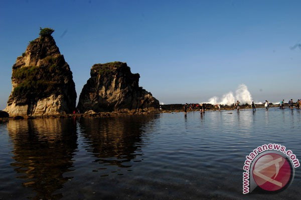 Pantai Selatan Lebak Sepi Wisatawan Akibat Badai