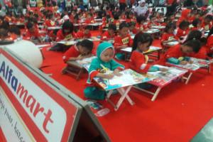 1.000 Anak Ikuti Lomba Mewarnai Alfamart-SGM Eksplor