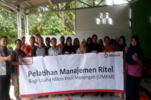 Alfamart Latih Pedagang Kecil Di Kampung Saga