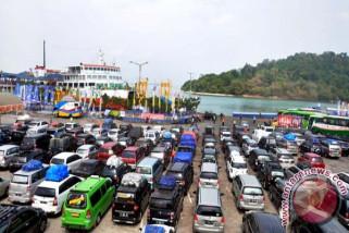Penumpang Arus Balik Pelabuhan Merak Masih Tinggi