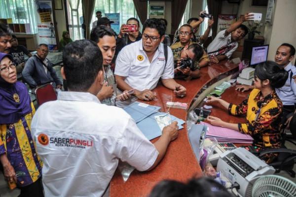 Gubernur Banten Pecat Kepala SMKN Karena Pungutan