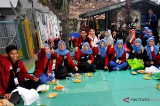BUMN Hadir - Peserta Siswa Mengenal Nusantara Kalsel Berbaur Dengan Warga Banten