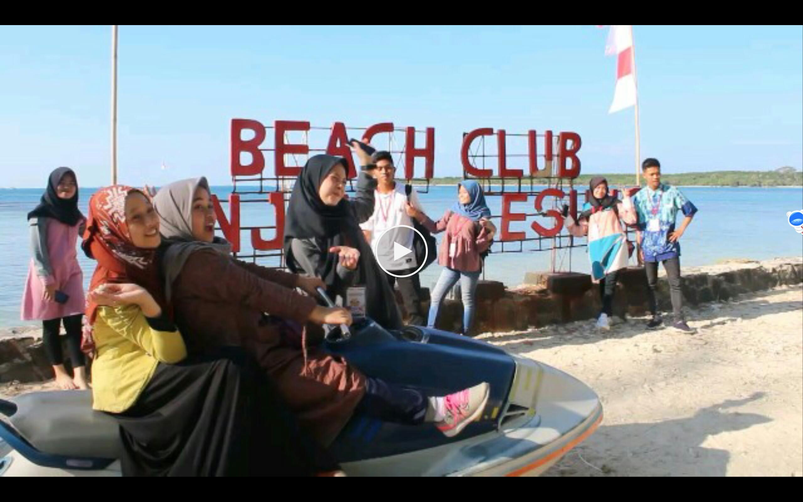 BUMN Hadir - Siswa Kalsel peserta SMN terpukau keindahan Pantai Tanjung Lesung