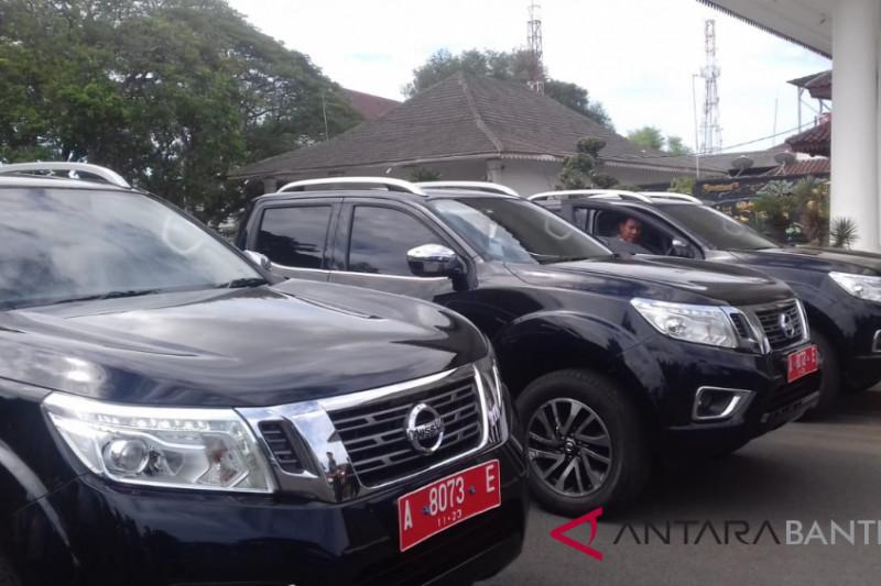 Bupati Serang Serahkan Tiga Mobil Dinas