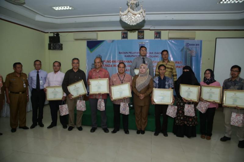 Penghargaan Taat Bayar Pajak di Pandeglang