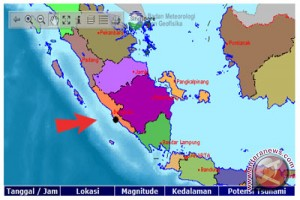 Gempa membuat warga Bengkulu berhamburan ke luar rumah