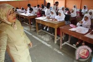 Hardiknas, tingkatkan kualitas guru daerah terpencil