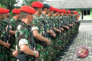 Prajurit TNI bantu mengajar di pedalaman Papua