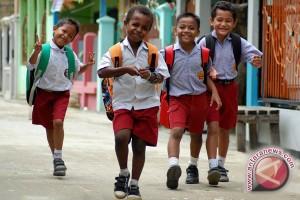 Siswa miskin gratis masuk sekolah