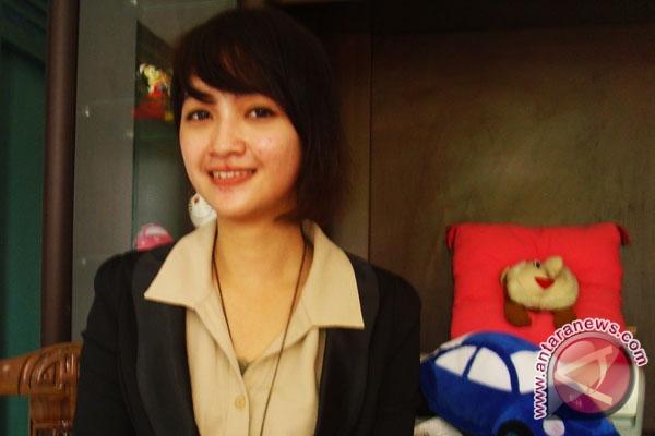 Sutera viollesy, putri pariwisata bengkulu 2011. (foto antara bengkulu