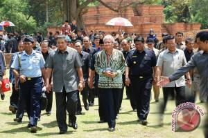 http://bimg.antaranews.com/bengkulu/2012/02/small/20120226candi.jpg