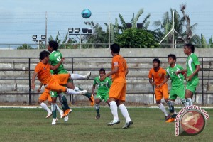 Mukomuko bangun sarana pendukung lapangan sepak bola