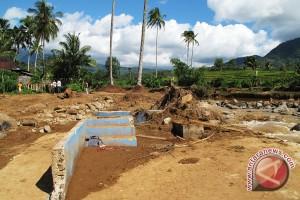 Luapan dua sungai hanyutkan rumah warga Lebong