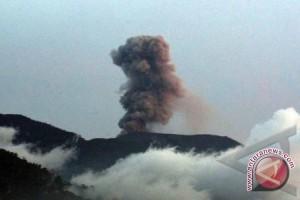 Tiga gunung di Sumbar status waspada