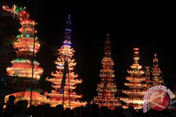 Puluhan ribu warga Bengkulu saksikan