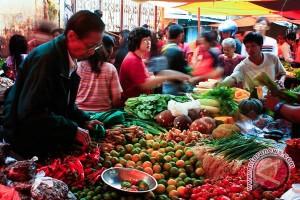 Pedagang pasar Bang Mego tempati kios baru
