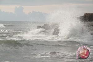 Waspadai gelombang empat meter perairan Bengkulu