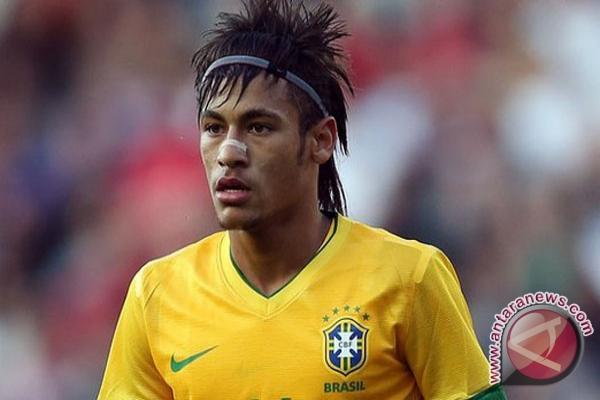 Neymar tiba di Barcelona senin mendatang