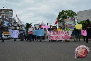 Walhi demo tolak tambang dan perluasan perkebunan