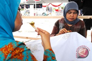 Aktivitas Membatik Pikat Pengunjung Paviliun Indonesia Di Filipina