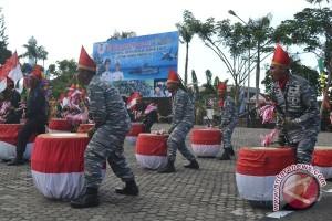 Anggota TNI tampilkan atraksi dol