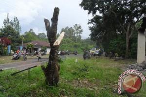 TNI ikut mengamankan lokasi  di dekat pos polisi dibakar massa