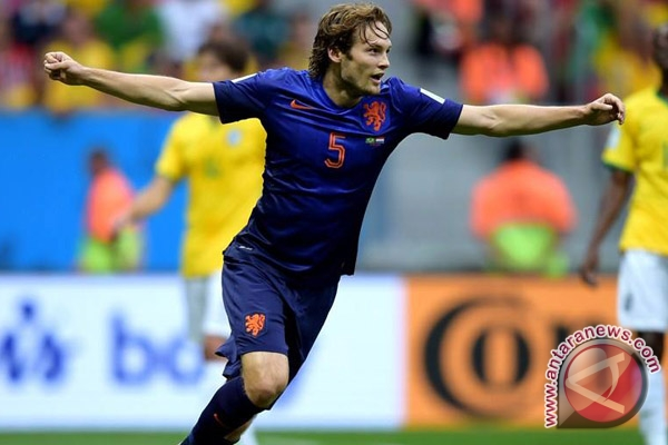 United lepas kembali Blind ke Ajax Amsterdam