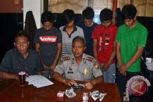 Polisi tangkap lima tersangka pengedar ganja