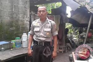 Seorang polisi Yogyakarta tinggal di kandang sapi
