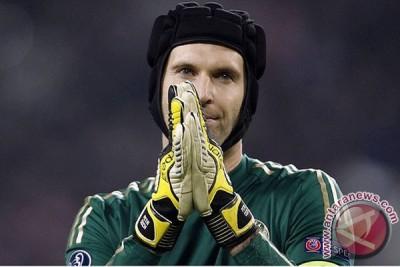 Cech bergabung dengan Arsenal dari Chelsea