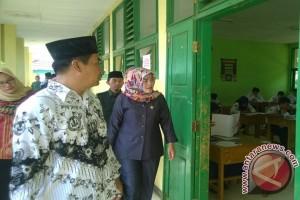 Anggota DPRD Kota Bengkulu pantau langsung UN SMP