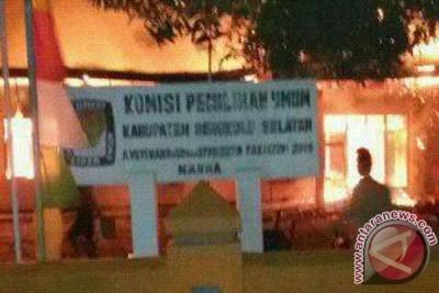 Sekretariat KPU Bengkulu Selatan hangus terbakar