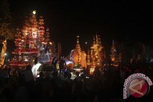 """Ribuan warga Bengkulu saksikan prosesi """"Tabut Besanding"""""""