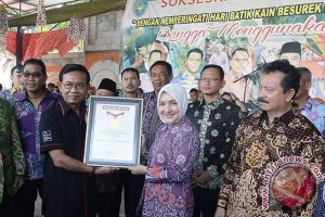 Bengkulu pecahkan rekor MURI karnaval batik