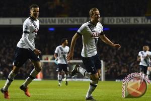 Kane Bantu Tottenham Pangkas Keunggulan Chelsea