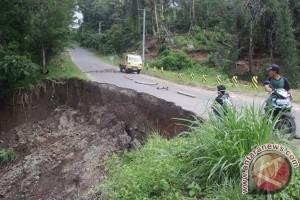 Jalan evakuasi tsunami terancam putus