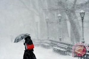 Badai salju monster tewaskan 12 orang di AS