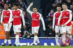 Dua gol Sanchez bawa Arsenal ke peringkat ketiga