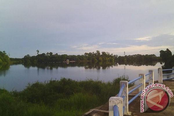 Swasta Sediakan Kapal Pengunjung Danau Nibung
