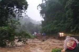 Korban meninggal banjir-longsor Solok jadi enam orang