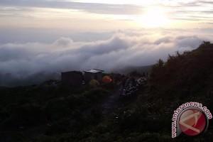 Awas Petir di Gunung Kaba
