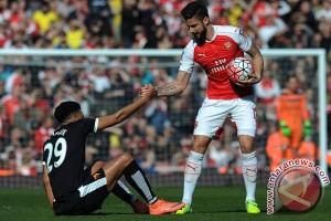 Giroud bertahan di Arsenal