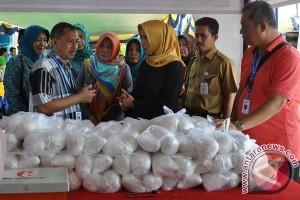 Warga Sumber Jaya serbu bazar murah Kampung KB