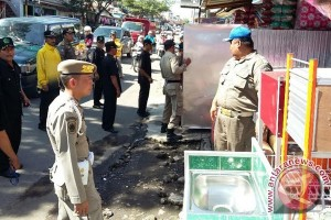 Satpol PP Rejang Lebong tertibkan keberadaan PKL