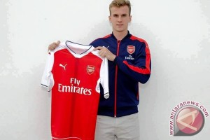 Arsenal boyong bek muda Holding dari Bolton