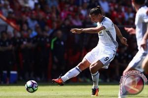 Penalti Larut Ibra Selamatkan United